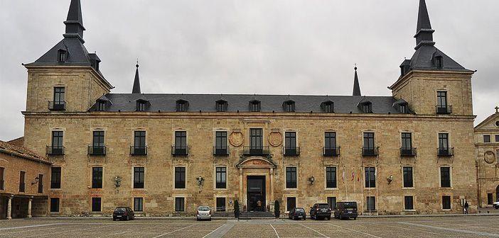 Fachada del Parador de Lerma, antiguo palacio del Duque de Lerma, valido de Felipe III. Fotografía de Wikipedia.