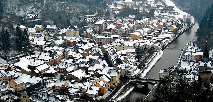 Vistas de la Ciudad de Luxemburgo desde la fortaleza que la ido origen, Vianden, construida por el COnde Sigofredo en el año 963.