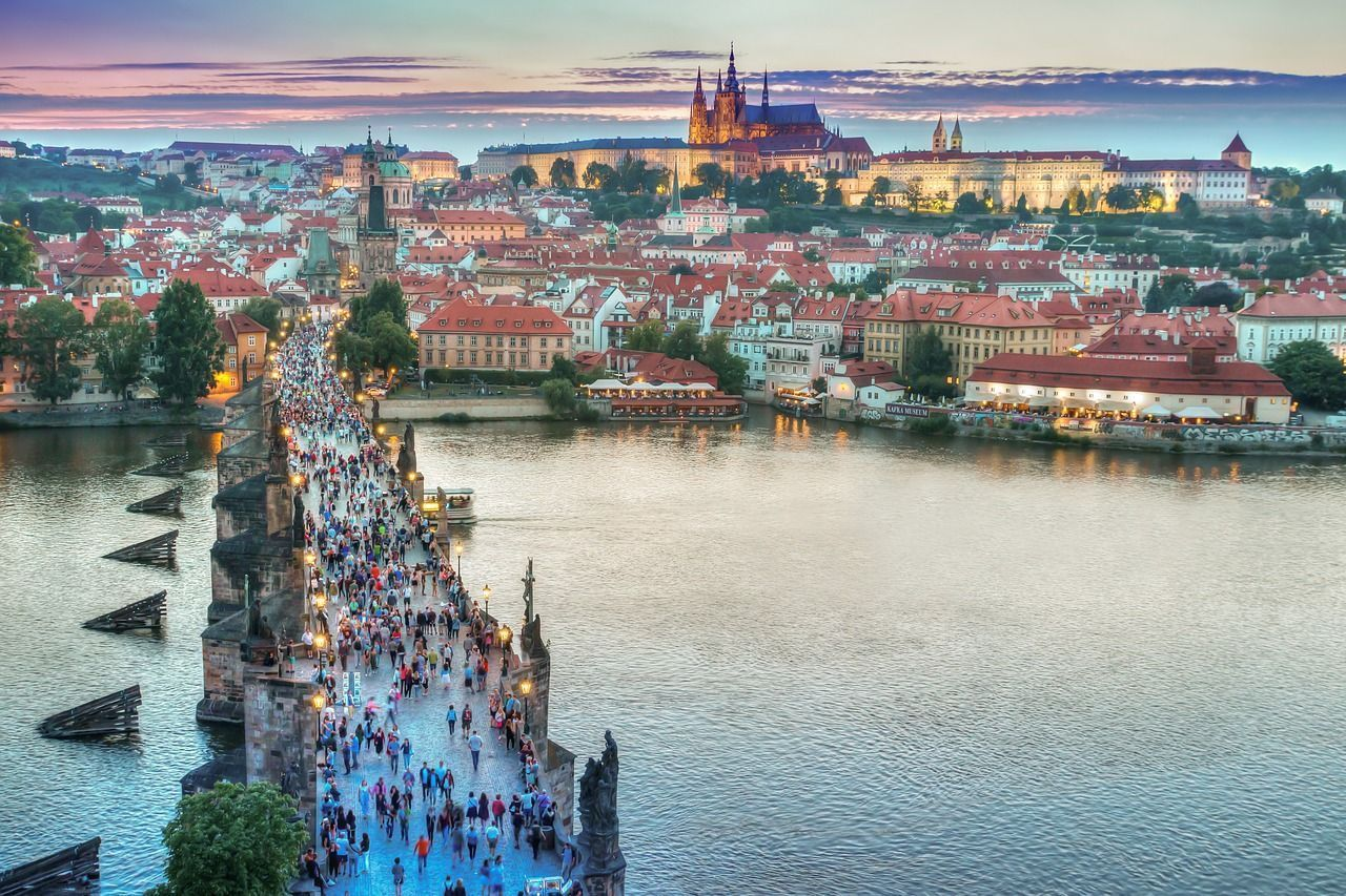 El Puente de Carlos es uno de los principales lugares de interés de Praga