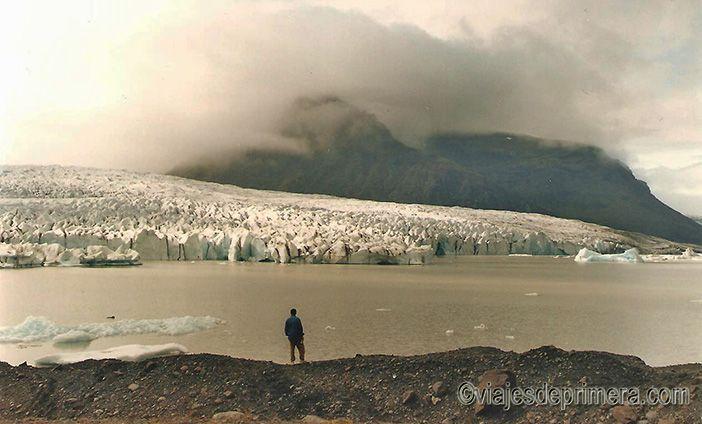 En Islandia también hay muchos glaciares y podrás verlos desde tu coche durante tu ruta circular por el Anillo Dorado