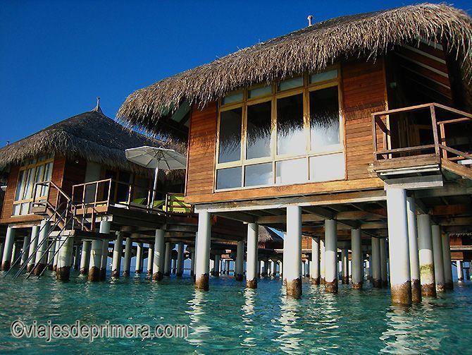 Si vas a viajar a Maldivas, merece la pena que reserves una water villa en lugar de una habitación al  uso.