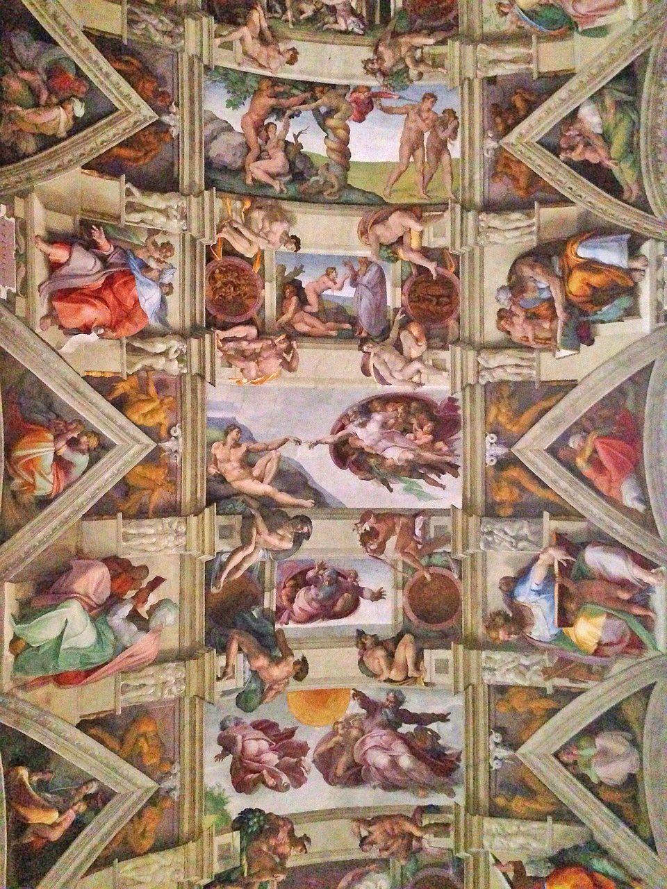 Miguel Ángel trabajó hasta en dos ocasiones en las reformas decorativas de la Capilla Sixtina de los Museos Vaticanos.