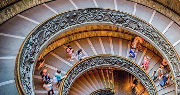 Bramante es autor de algunas de las obras maestras que se pueden ver en los Museos Vaticanos, como esta Escalera de Bramante