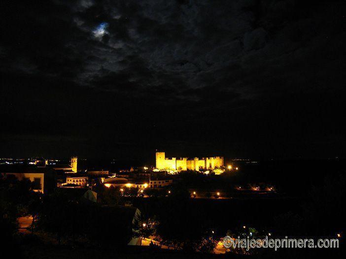 El castillo de Baños de la Encina, o de Burgalimar, es el castillo de fabricación musulmana mejor conservado de la Península.
