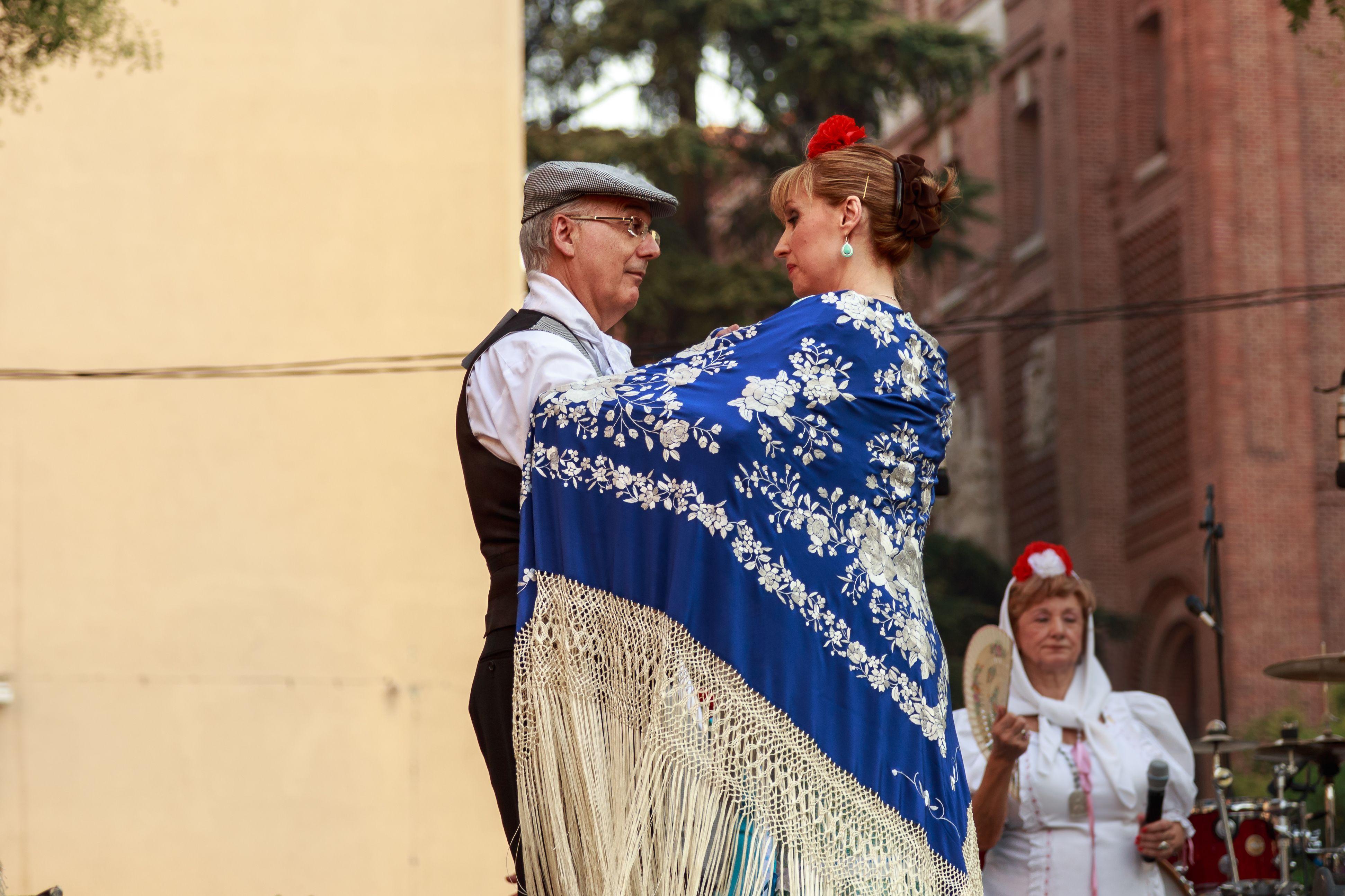 El chotis es el baile más típico de Madrid y con el que se celebran las Fiestas de la Paloma.