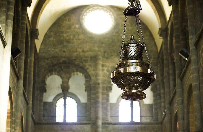 En el Día de Santiago se celebra una misa solemne en la que se saca el botafumeiro de la Catedral de Santiago de Compostela