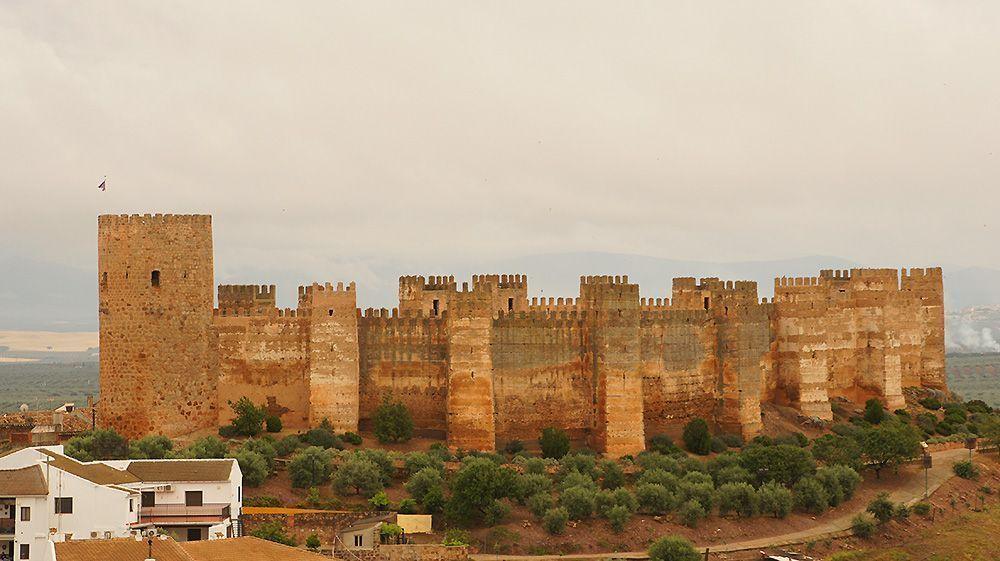 El castillo de Baños de la Encina es uno de los 19 castillos de Jaén que forma la Ruta de los Castillos y Batallas de Jaén.