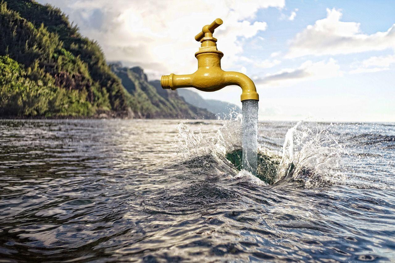 El turista consume mucha más agua que el residente local, un problema en un país como España, tradicionalmente de secano,que registra un aumento imparable en el número de visitantes anuales