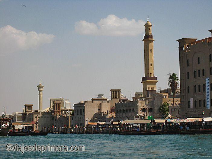 Navegar por el Creek en una barca tradicional es una de las recomendaciones de viaje si haces turismo en Dubái
