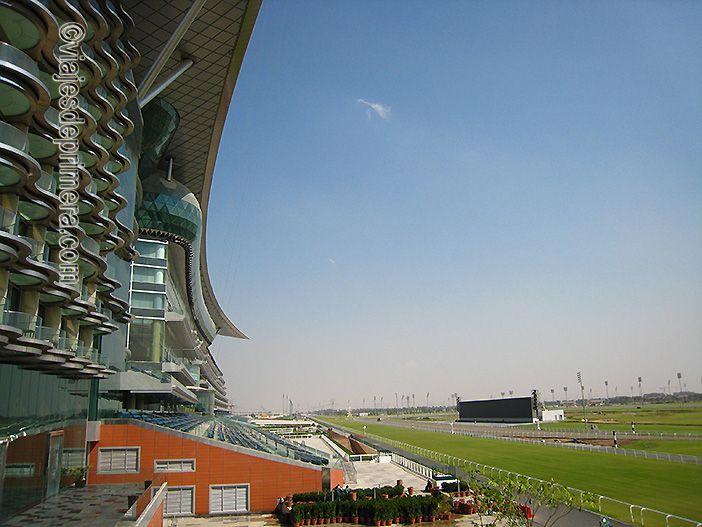 Meydan es uno de los hoteles de Dubái que bate un record al ser el hotel más largo del mundo