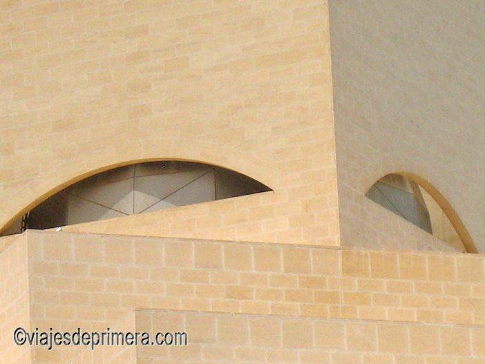 El Museo de Arte Islámico de Doha está inspirado en el rostro de una mujer cubierto por el tradicional velo islámico