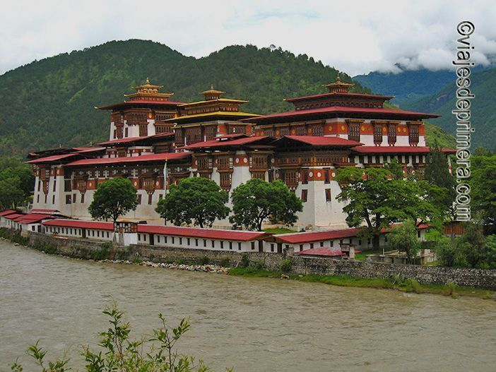 El Monasterio de Punakha Dzong, en Bután.