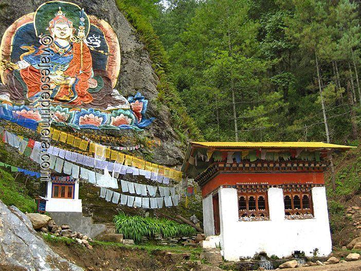 El Budismo está presente en el día a día de Bután