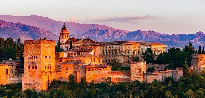 La Alhambra de Granada es uno de los lugares más visitados de Granada