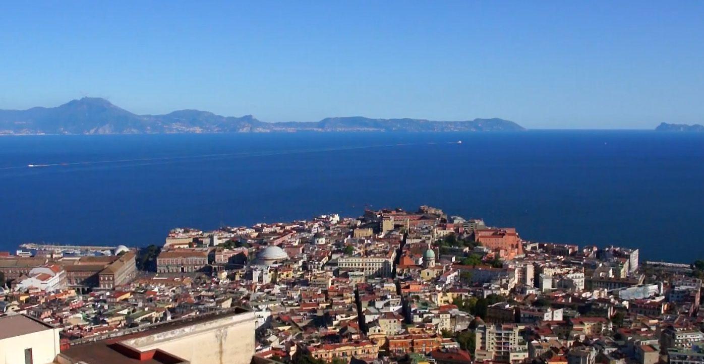 Nápoles es perfecta para recorrer la Costa Amalfitana
