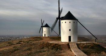 Los molinos de viento del Cerro de San Antón son visita imprescindible si haces turismo en Alcázar de San Juan