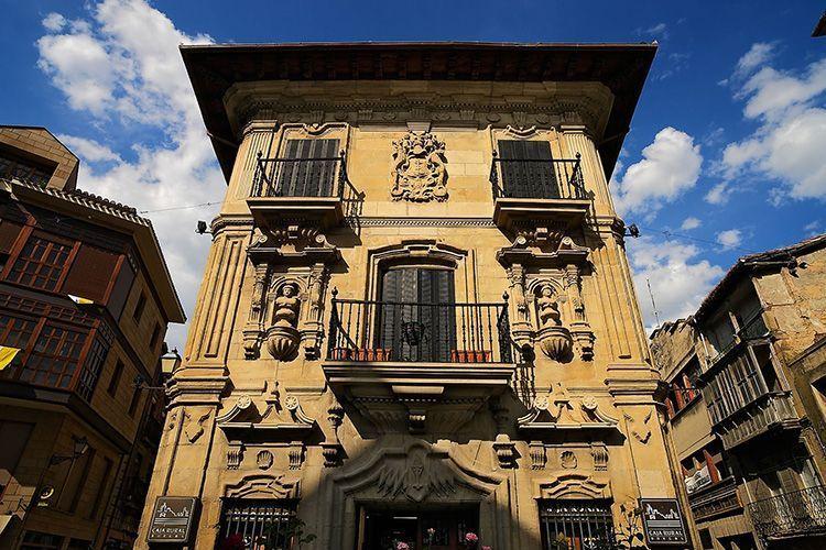 Palacio de Tejada, situado en la calle Lucrecia Arana, del siglo XVIII es de estilo rococó. Haro, La Rioja
