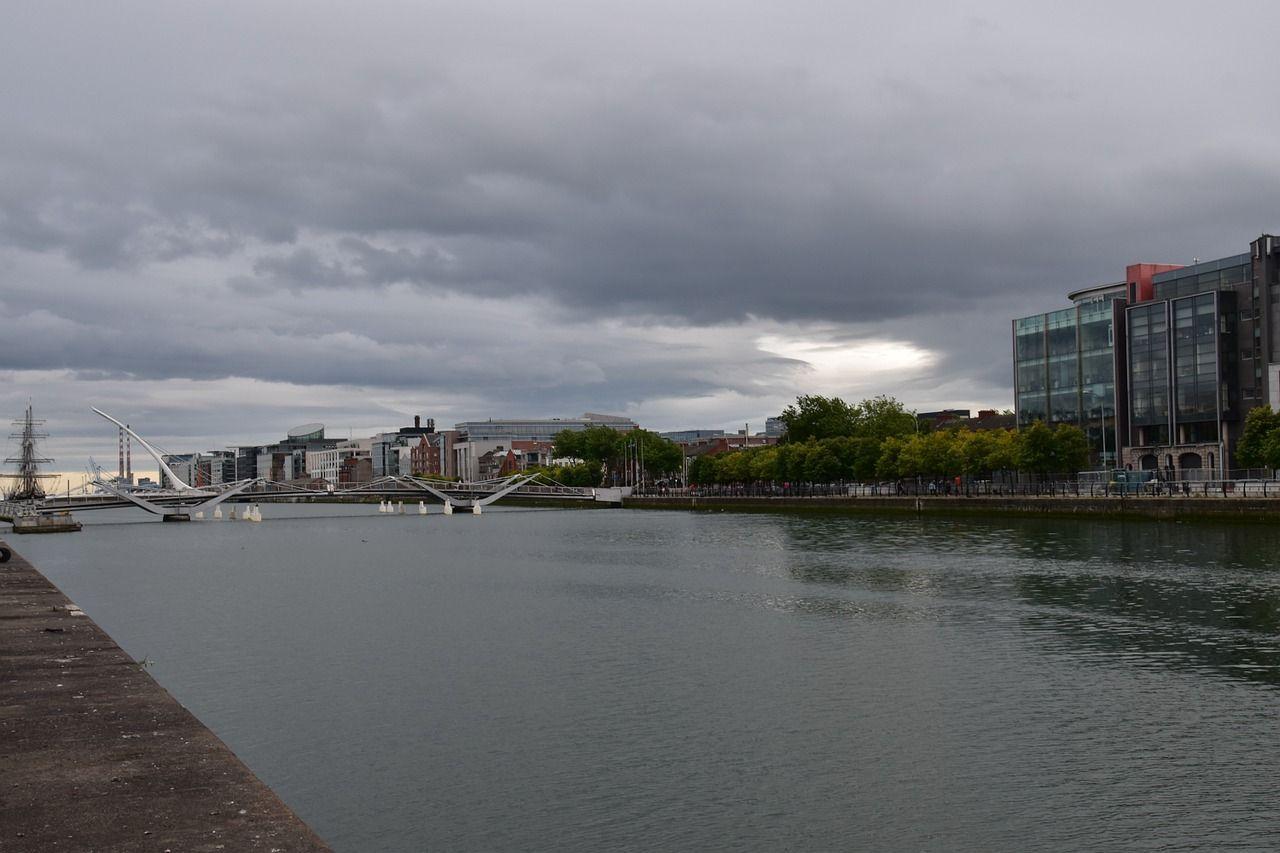 El río Liffey es uno de los espacios relacionados con el origen del significado del nombre de Dublín. Fotografías de Pixabay.