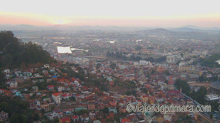 Atardecer en Antananarivo desde el mirador Ankaditapaka.