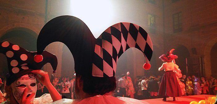 El Carnaval del vino de Haro tiene lugar en el claustro del Hotel Los Agustinos