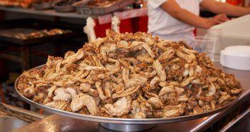 Qué son las gallinejas: tripas de ave o lechal fritas en su propia grasa