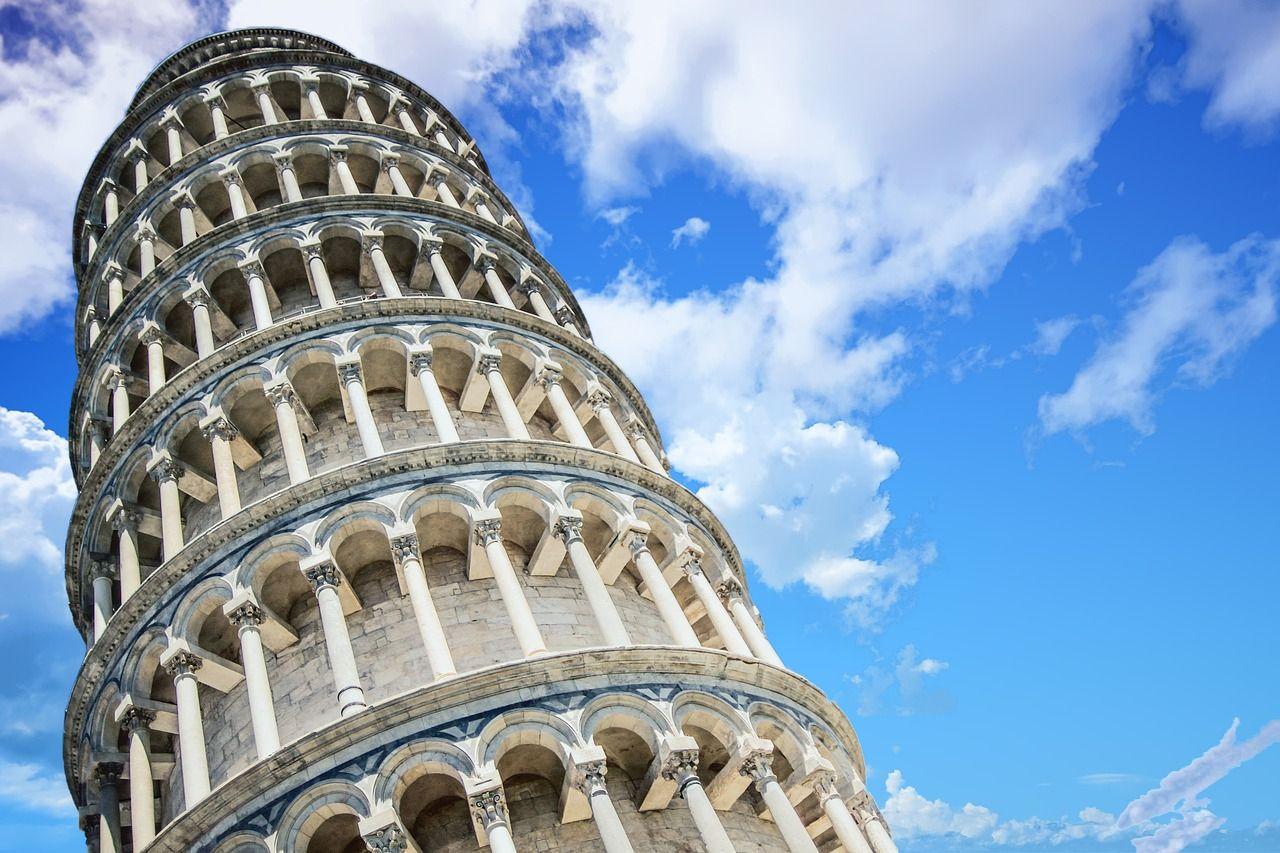 foto de Por qué está inclinada la Torre de Pisa pero no se cae