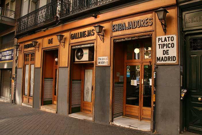 Freiduría de gallinejas en la calle Embajadores de Madrid.