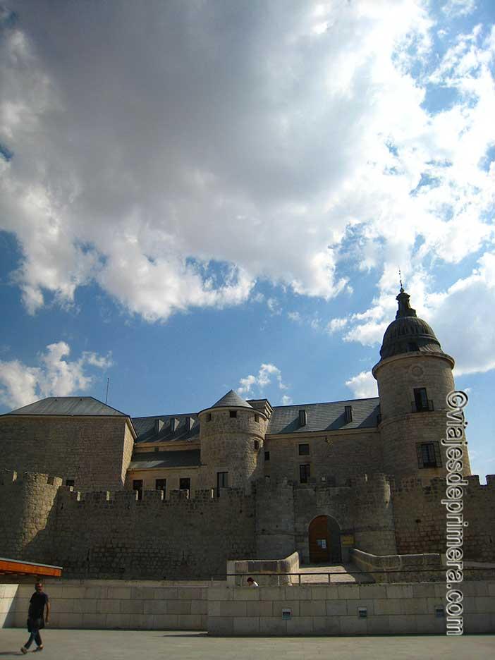 Qué-ver-en-Simancas-el-Castillo-sede-del-Archivo-General-de-Simancas