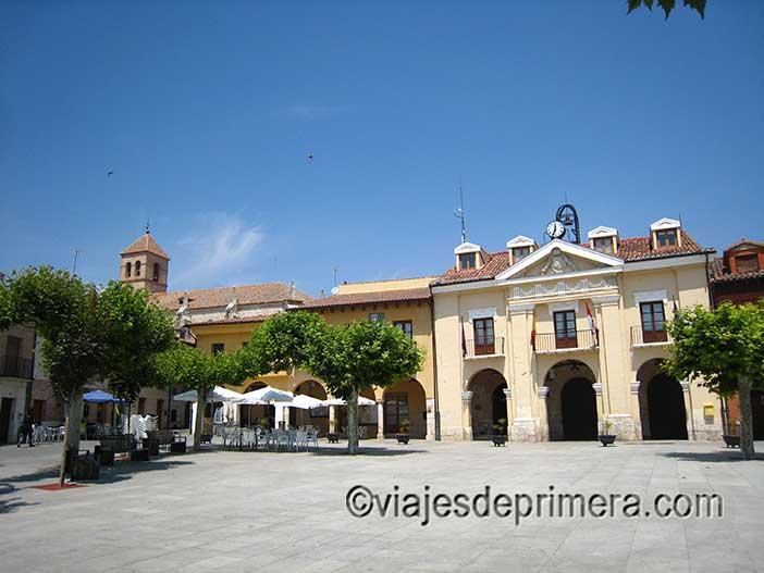 Qué-ver-en-Simancas-la-Plaza-Mayor-con-el-Ayuntamiento