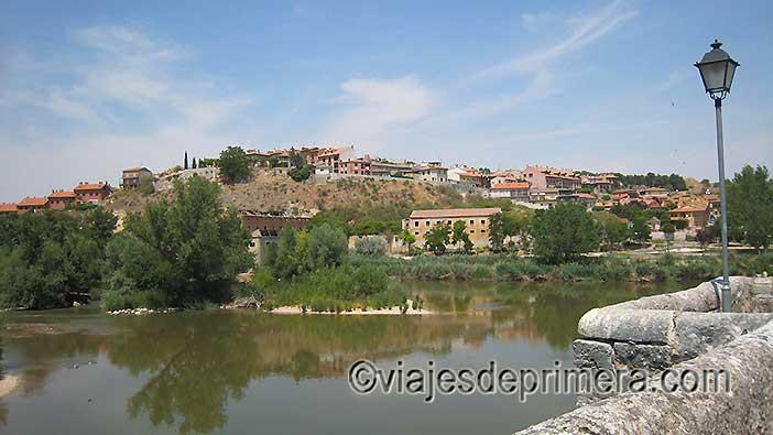 Qué-ver-en-Simancas-la-villa-desde-el-puente-medieval