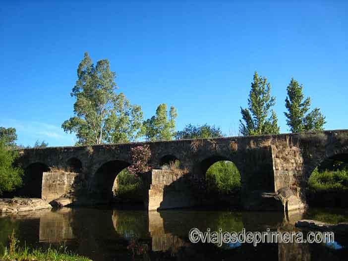 El Puente de La Bazana es uno de los sitios que visitar en Jerez de los Caballeros